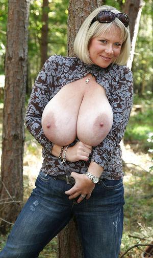 Тетка с огромными буферами 6 фото
