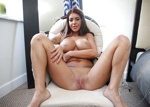 Порно звезда трахается с африканцем 1 фото