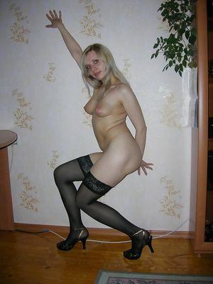 Блондинка из вк играет со своей анальной дыркой 4 фото