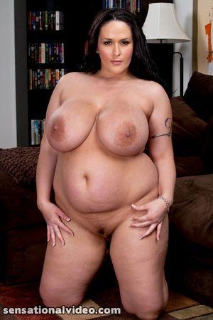 Carmella Bing с пышными формами 16 фото