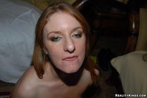 Парень трахнул и кончил на лицо рыжей красотки 14 фото