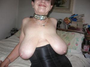 Добротная бабуля с отвисшими грудями. 7 фото
