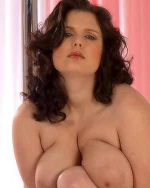 Полная женщина с огромными сиськами 3 фото