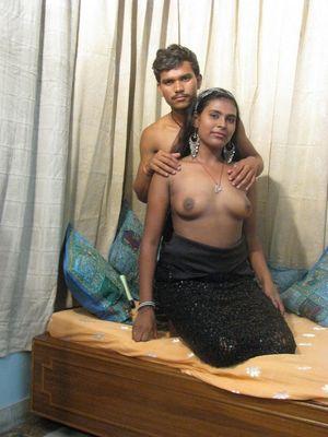 Индийская бабенка с большими дойками попробовала анал 2 фото