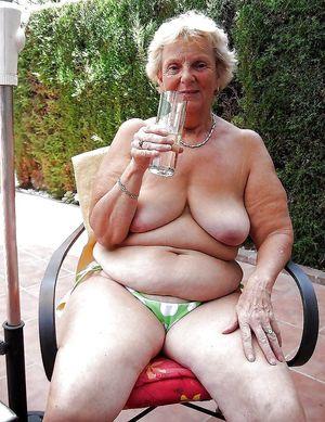Эротические фотографии голых бабушек 2 фото