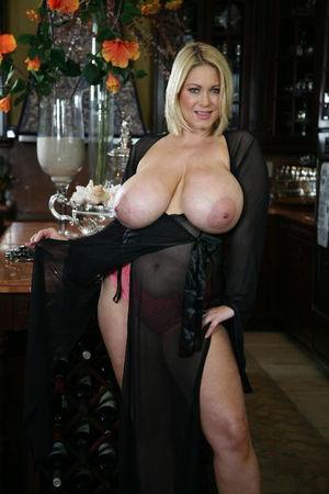 Зрелая блондинка с большими сиськами 1 фото