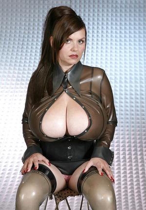 Милена Вельба показала свои огромные буфера. 4 фото