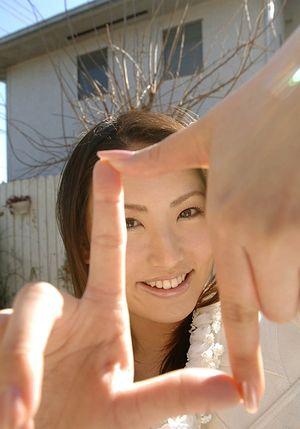 Молодой азиатке есть что показать мужикам 4 фото