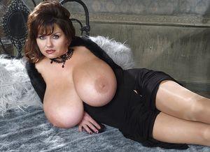 Огромные буфера зрелой дамы 10 фото