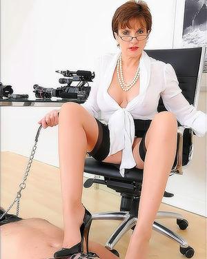 Офисная стерва наказала своего раба 6 фото