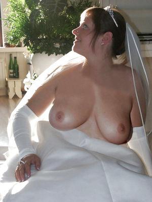Невесты оголяют свои прелести. 3 фото