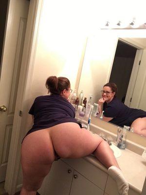 Медсестра с большой широкой жопой