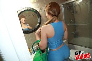 Рыжая бывшая подруга подставила свою круглую задницу под мужика 1 фото