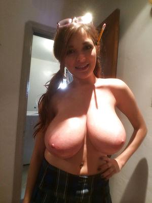 Любительское фото девушки с большой грудью