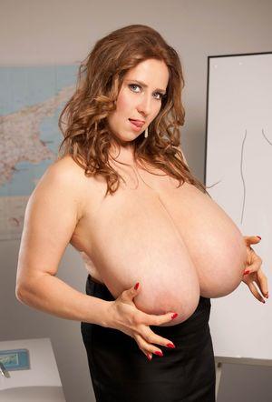 Училка с большими грудями любит фантазировать 11 фото