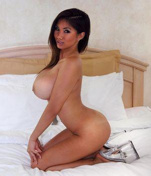 Xena Kai - азиатская модель с большой грудью 10 фото