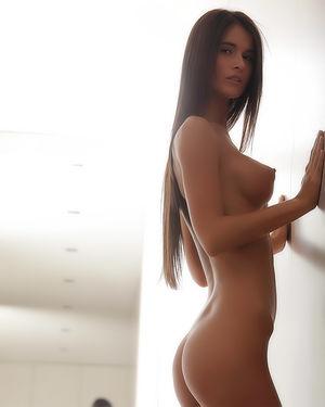 Красотка фоткает себя в зеркале в ванной 5 фото