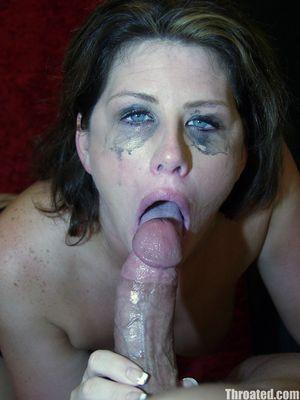 Сисястая бабенка сосет до слез и спермы во рту 11 фото