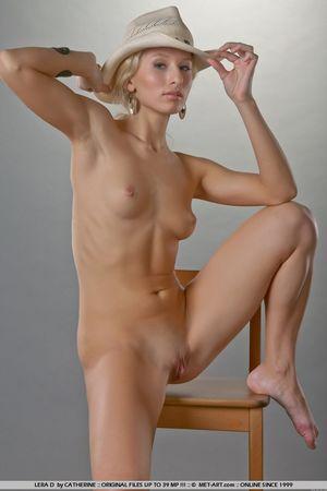 Гибкая блондинка в ковбойской шляпе 2 фото