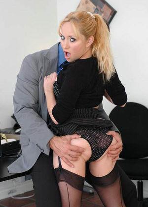 Новая секретарша отдается боссу