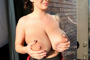 На болконе с большими грудями September Carrino 5 фото