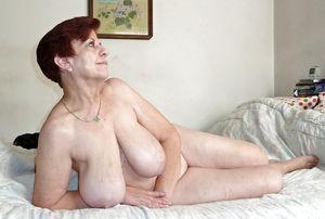 Бабуля не стесняясь обнажилась 6 фото