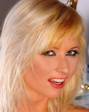 Самая сексуальная блондинка в обнаженном виде 13 фото