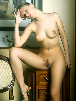 Стройная блондинка с аппетитными сиськами 0 фото