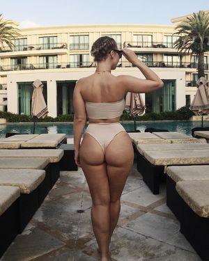 Жопастая модель Bianca Elouise