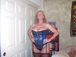 Женщина в годах с большой грудью 5 фото