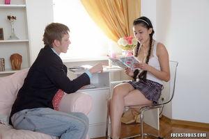 Русская студентка получает член в пизду и анал 4 фото