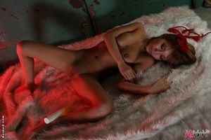 Одинокая азиатка мастурбирует секс игрушками 13 фото