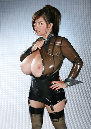Милена Вельба показала свои огромные буфера. 6 фото