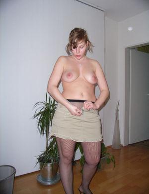 Пышная девка с большими ляжками и жопой 0 фото