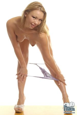 Зрелая модель показала свое тело 3 фото