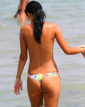 Нафоткал красивых девушек на пляже 5 фото