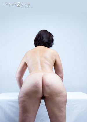 Дамочка показала свое прелестное тело 2 фото