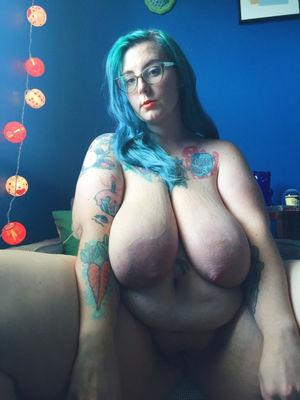 Толстая девка с отвисшими сиськами и дряблой жопой 1 фото