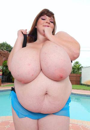 Толстая бомба с огромными дойками