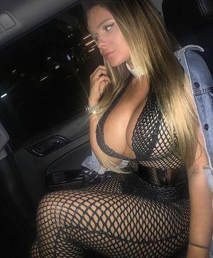 Фото девок с силиконовой грудью 14 фото