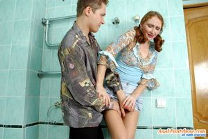 Выебал в туалете русскую молодуху в жопу 6 фото