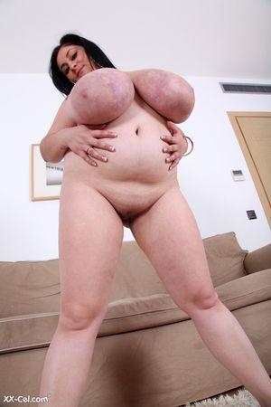 Темноволосая толстуха с огромной грудью с венами. 9 фото