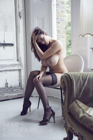 Эротические фото страстной брюнетки. 13 фото