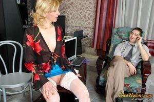 Секретарша без трусиков соблазнила босса 4 фото