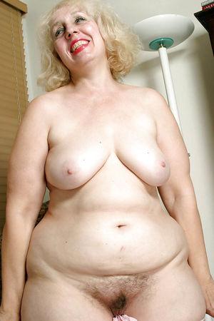 Пожилая толстуха с широкими бедрами и большой жопой 1 фото