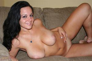 Милашка показала свое тело на порно кастинге 13 фото