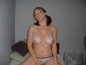 Молодой девушке из России есть что показать 10 фото