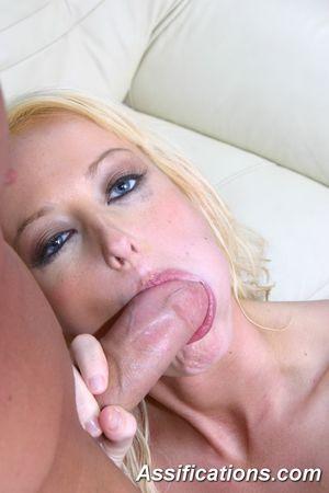 Смазливая белокурая малышка получила сперму в рот после анального секса 5 фото