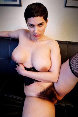 Сочная мадам с мохнатой пиздой 1 фото