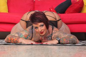 Толстая дама с татуировками 8 фото